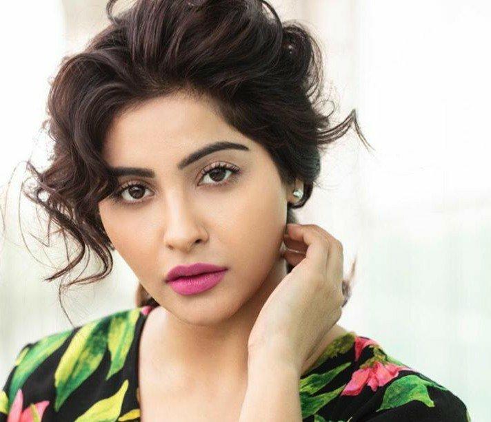 Yutki Kapoor Kimdir? Dini Yaşı Boyu Kilosu Burcu dizileri Balika Vadhu İkimizin Yerine Sudha